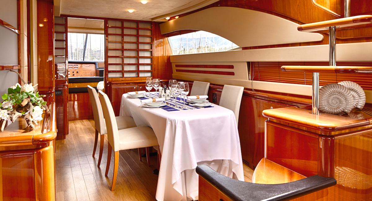 Motor Yacht AMOR - Formal dining