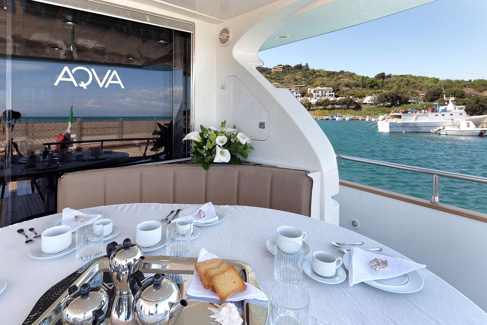 Motor Yacht AQVA - Alfresco dining aft deck