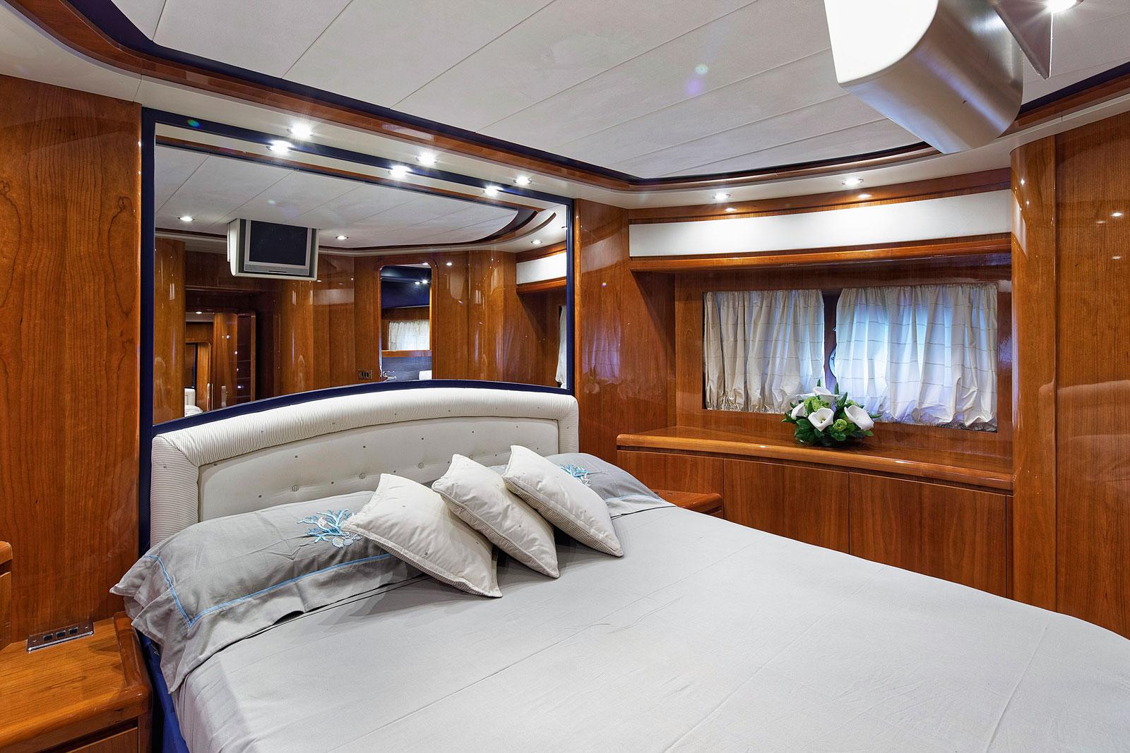 Motor Yacht AQVA - VIP cabin image 1