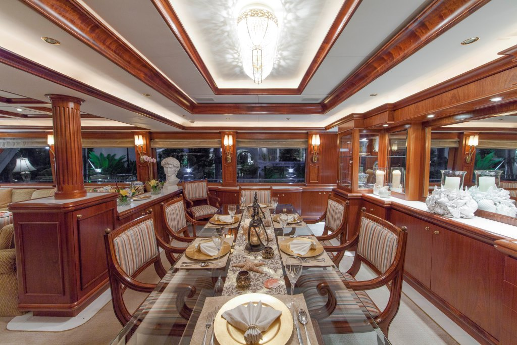 Motor Yacht ASPEN ALTERNATIVE - Formal dining