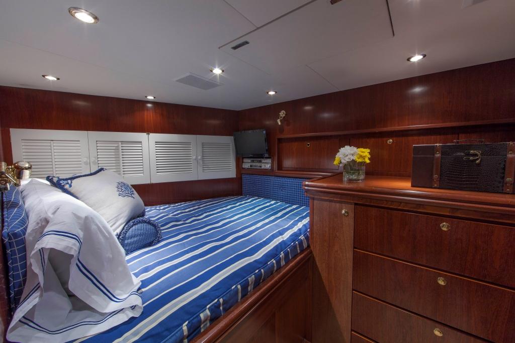 Motor Yacht ASPEN ALTERNATIVE - Guest cabin