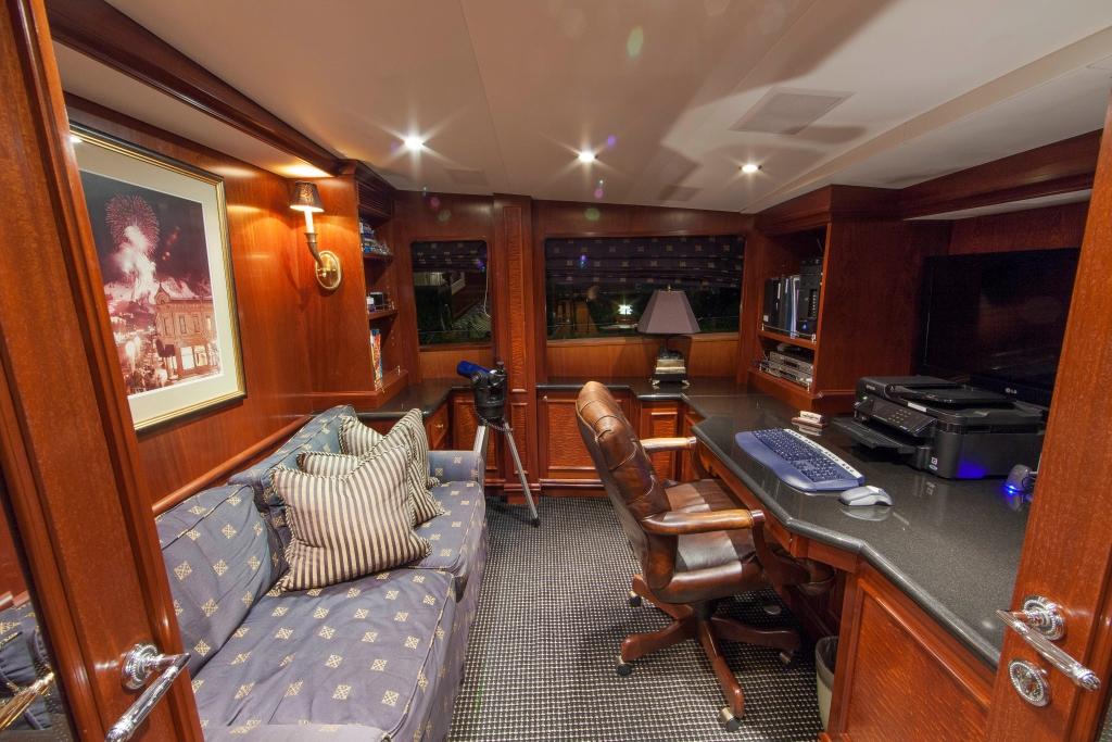 Motor Yacht ASPEN ALTERNATIVE - Study