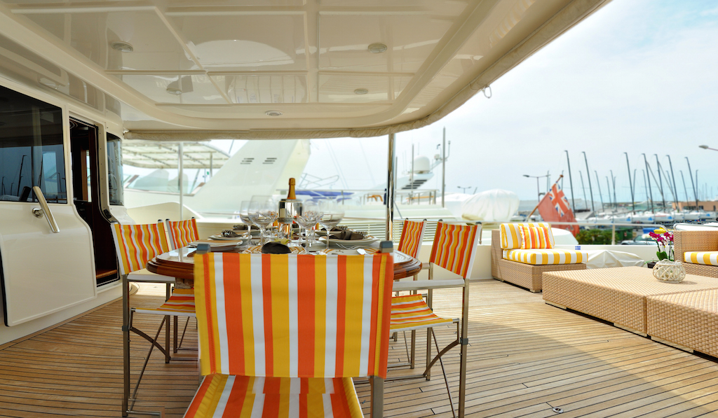 Motor Yacht CONQUISTADOR - Upper deck alfresco dining 2