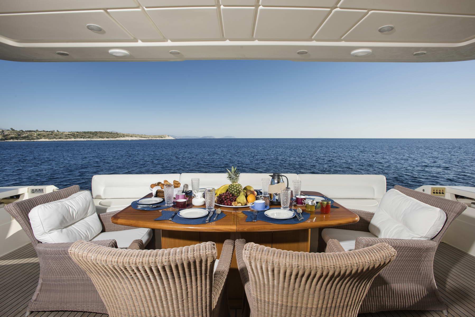 Motor Yacht DAY OFF - Alfresco dining
