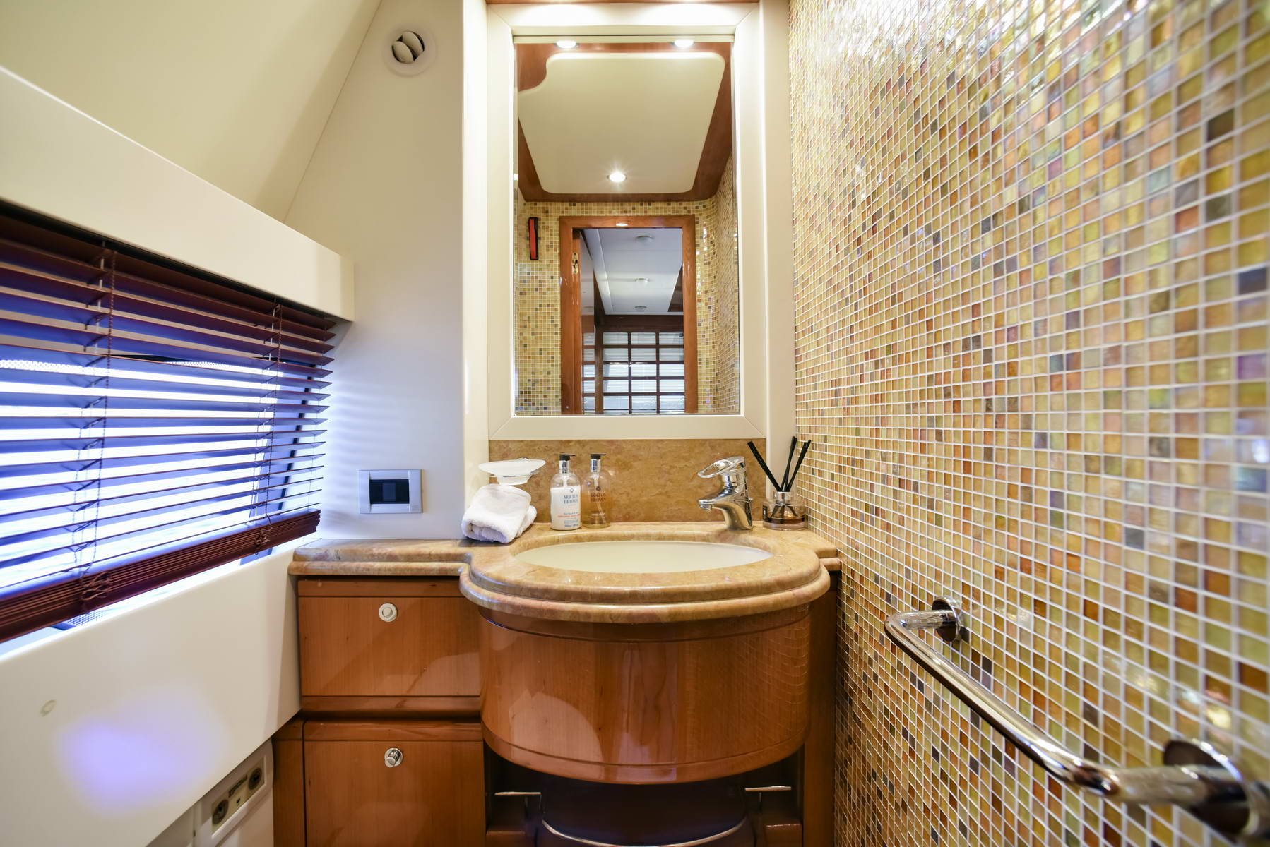 Motor Yacht DAY OFF - Ensuite