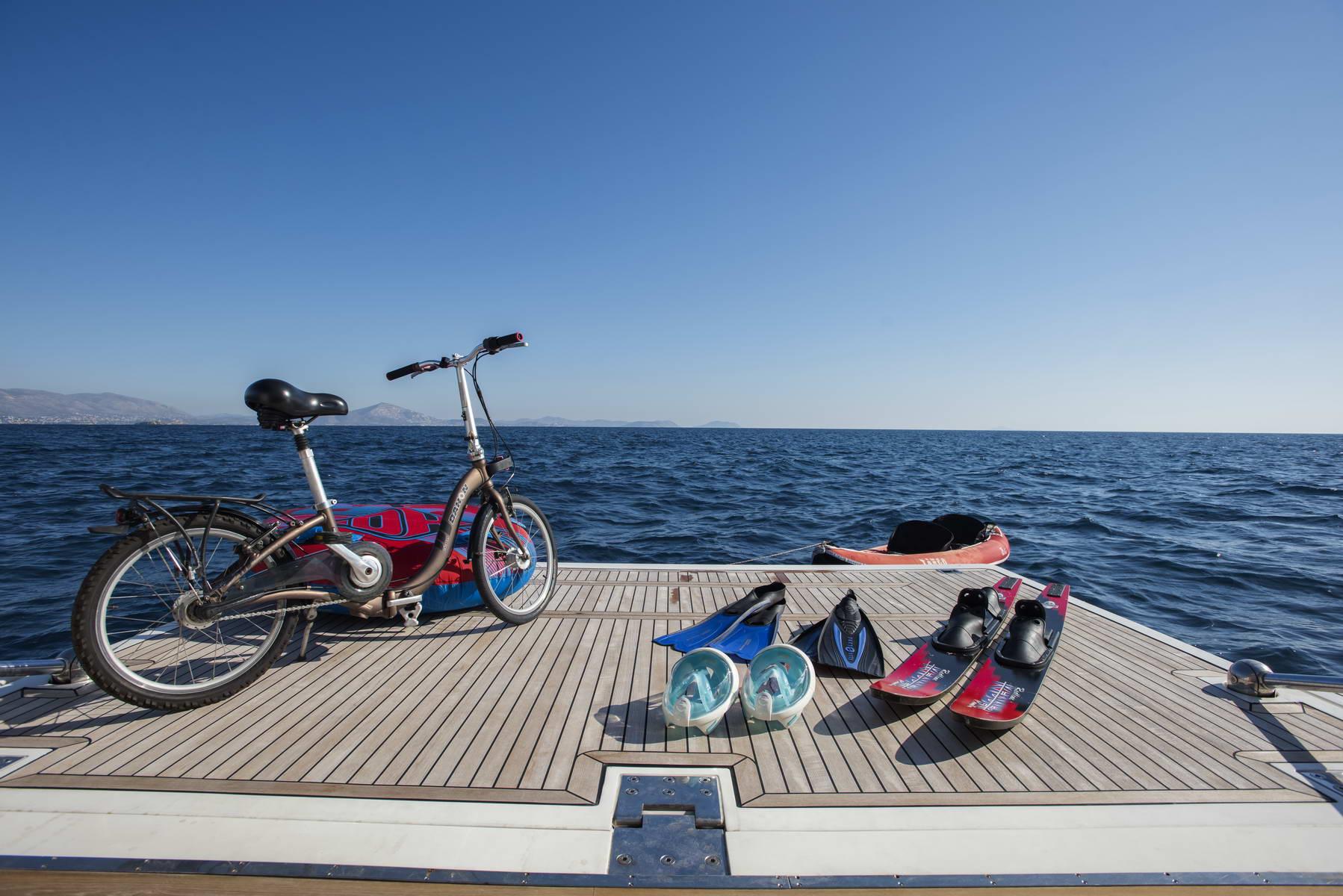Motor Yacht DAY OFF - Toys on swim platform