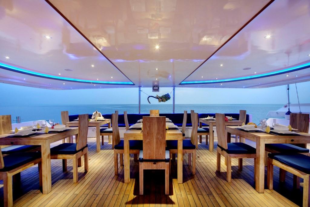 Motor Yacht DUKE OF YORK - Dining