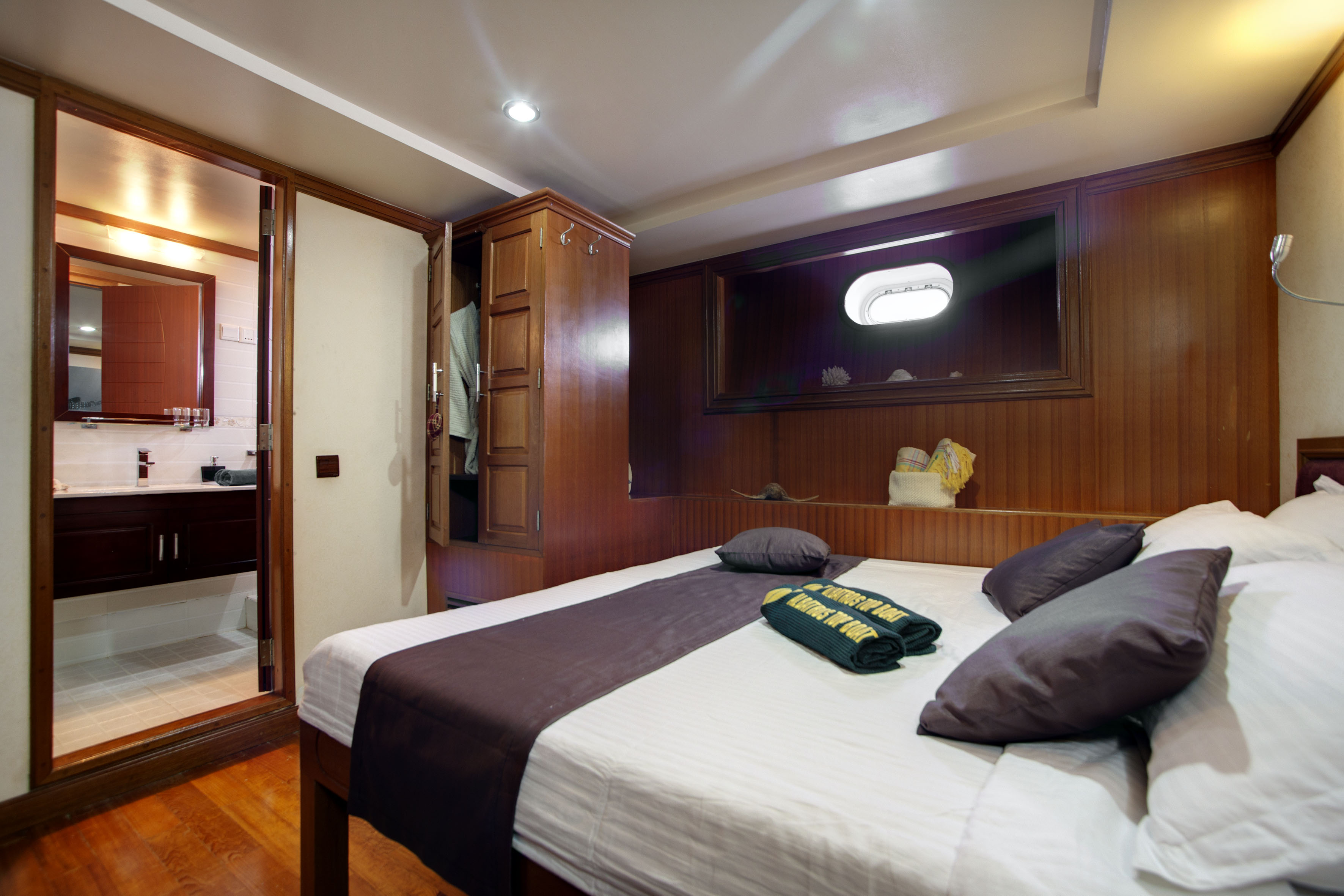 Motor Yacht DUKE OF YORK - Guest double cabin