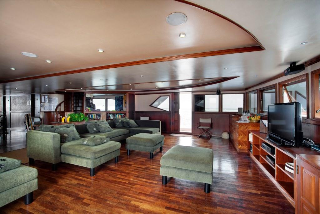Motor Yacht DUKE OF YORK - Salon b