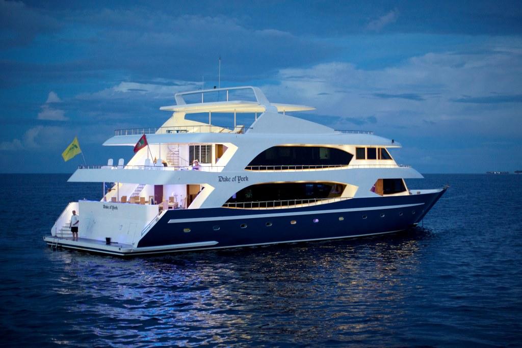 Motor Yacht DUKE OF YORK - Stern view