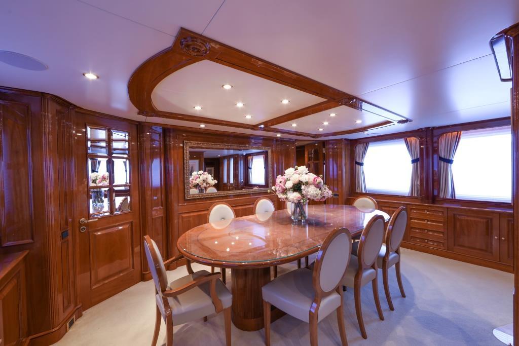 Motor Yacht DXB - Formal dining 2