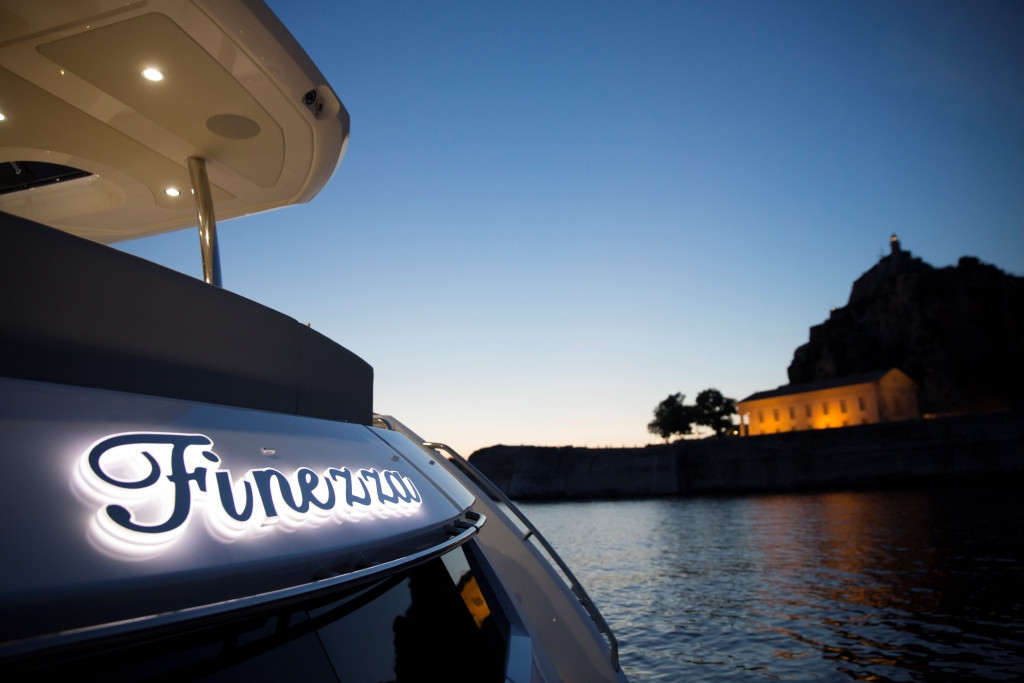 Motor Yacht FINEZZA - At Night