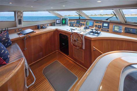 Motor Yacht GRAND BAROSSA - Wheelhouse