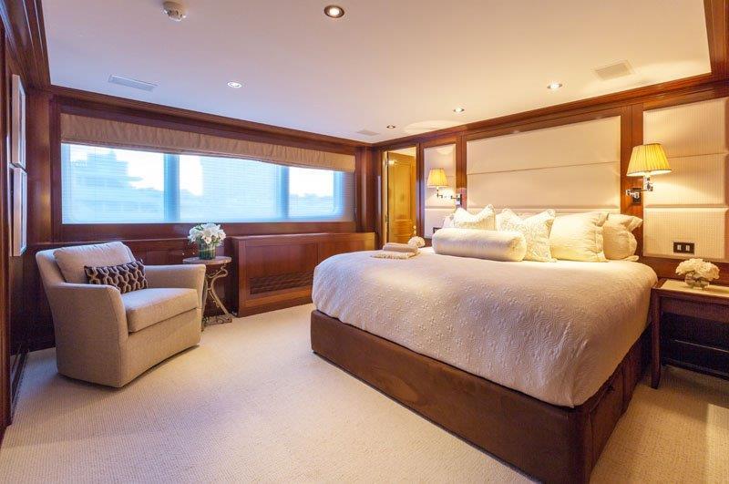 Motor Yacht GRAVITAS -  Master cabin
