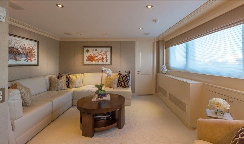 Motor Yacht GRAVITAS -  Master lounge