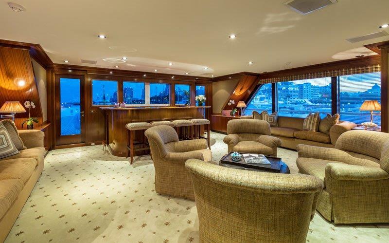 Motor Yacht GRAVITAS -  Skylounge seating
