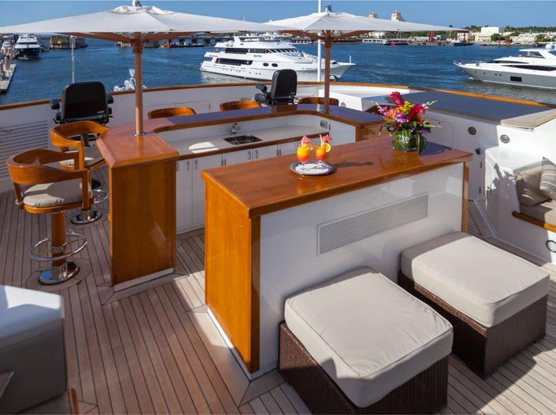 Motor Yacht GRAVITAS -  Sundeck bar
