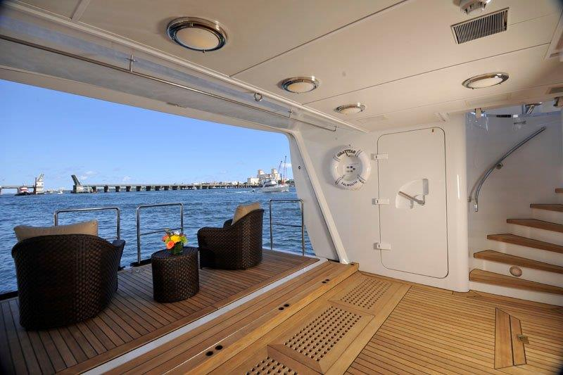 Motor Yacht GRAVITAS -  Teak beach
