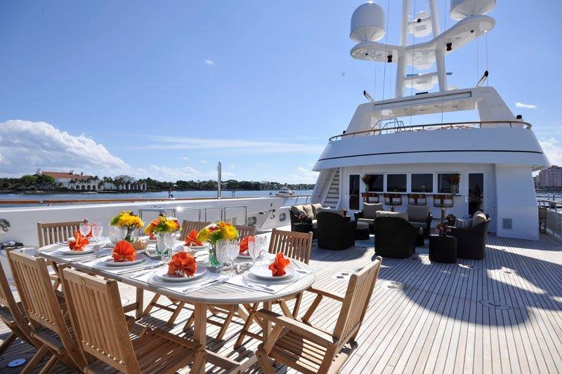 Motor Yacht GRAVITAS -  Upper deck dining