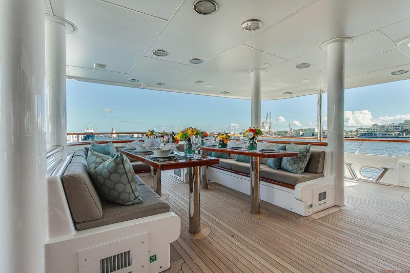 Motor Yacht GRAVITAS - Aft deck dining