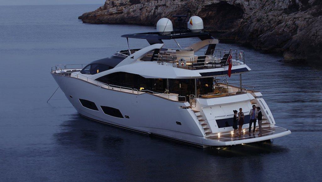 high energy yacht charter details a sunseeker 28. Black Bedroom Furniture Sets. Home Design Ideas