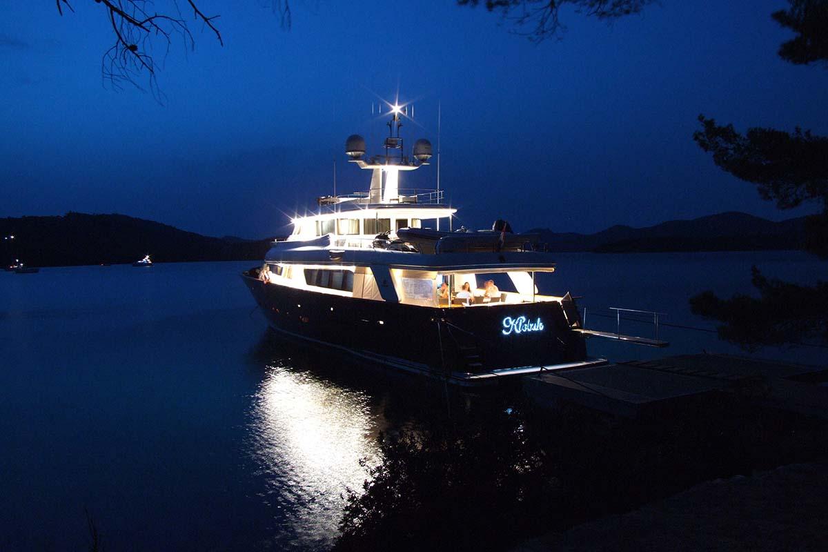 Motor Yacht KLOBUK - At night