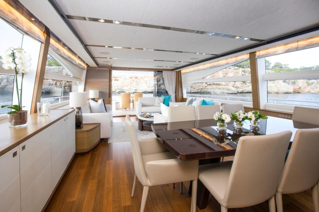 Motor Yacht LA VIE - Salon view aft