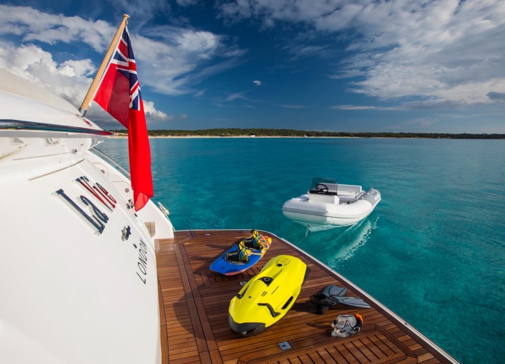 Motor Yacht LA VIE - Swim platform
