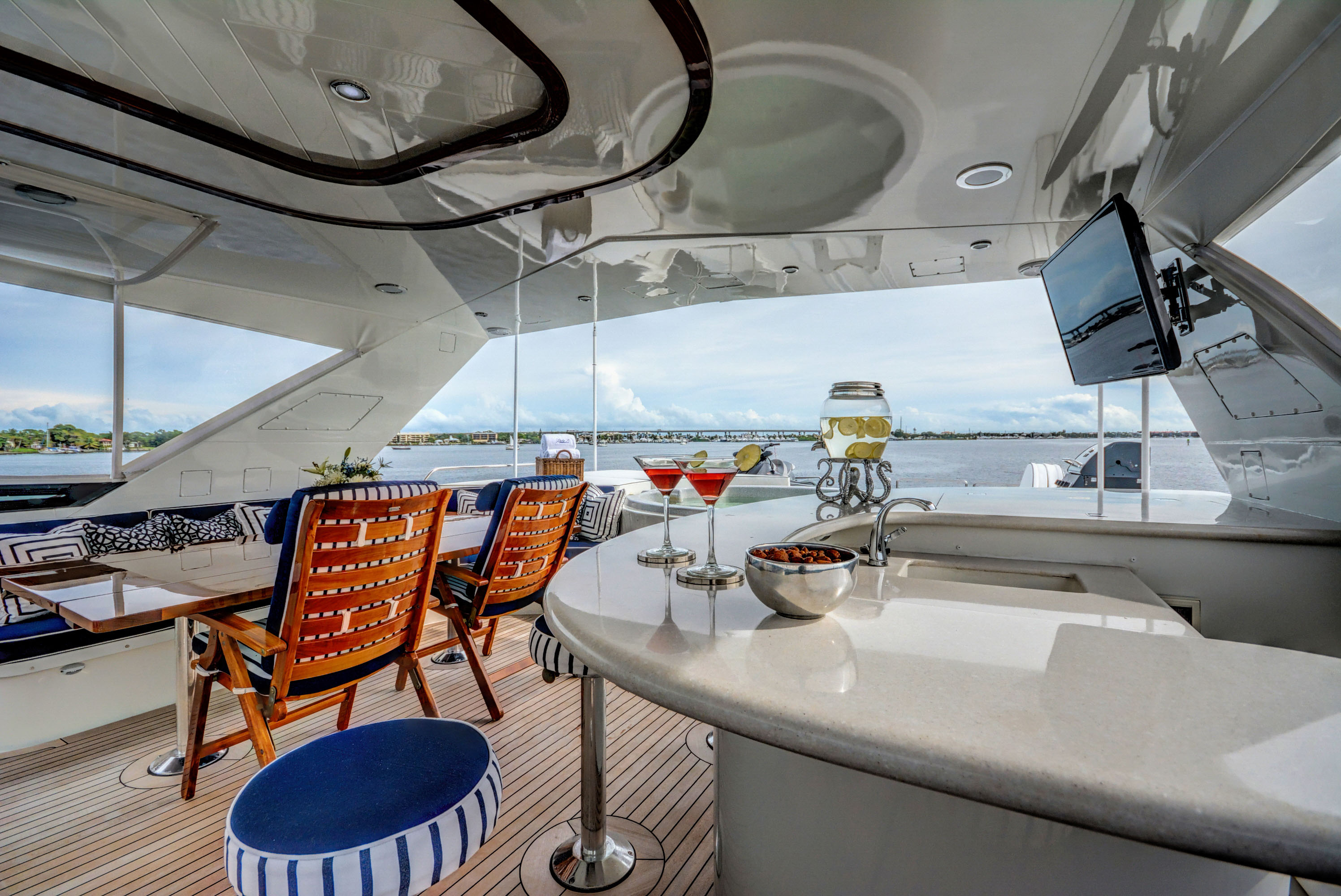 Motor Yacht LADY Z - Sundeck bar