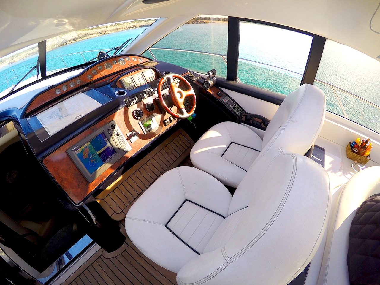 Motor Yacht MANZANA - Helm