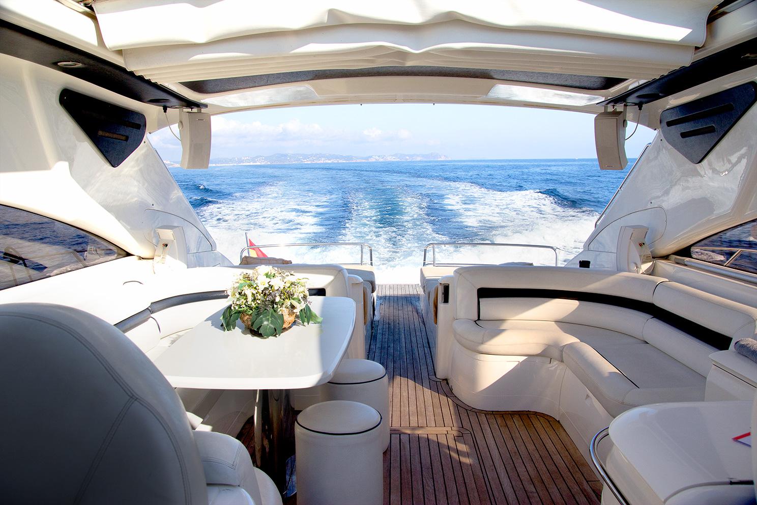 Motor Yacht MANZANA - Upper salon while underway