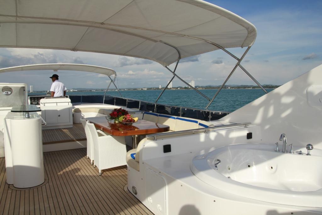 Motor Yacht MIA KAI - Sundeck 2
