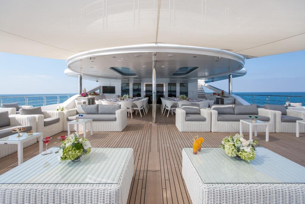 Motor Yacht MOONLIGHT II - Bridge deck aft