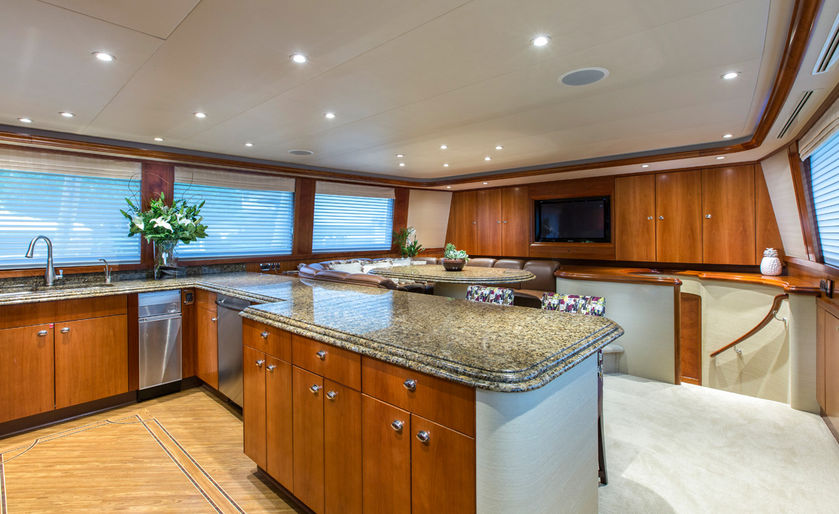 Motor Yacht OASIS - Country galley