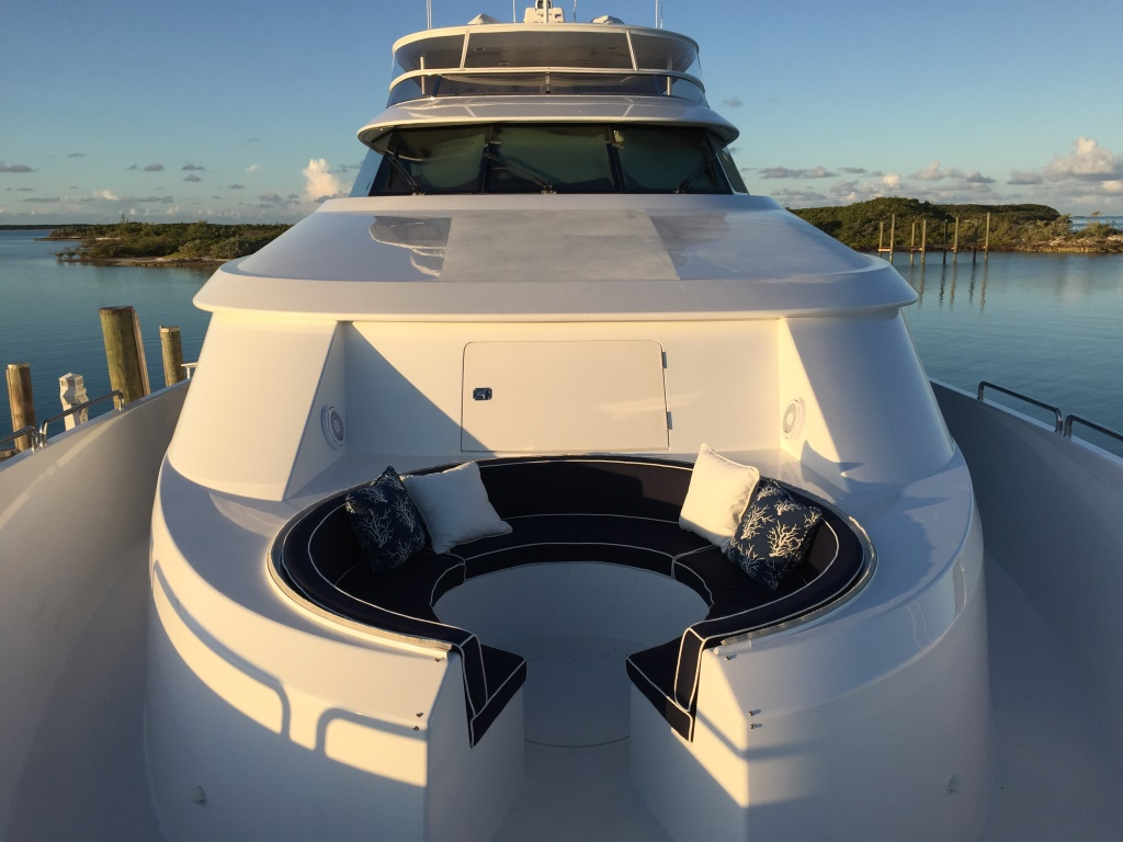 Motor Yacht OASIS - Foredeck