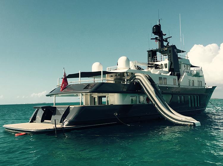Motor Yacht RH3 - Stern view