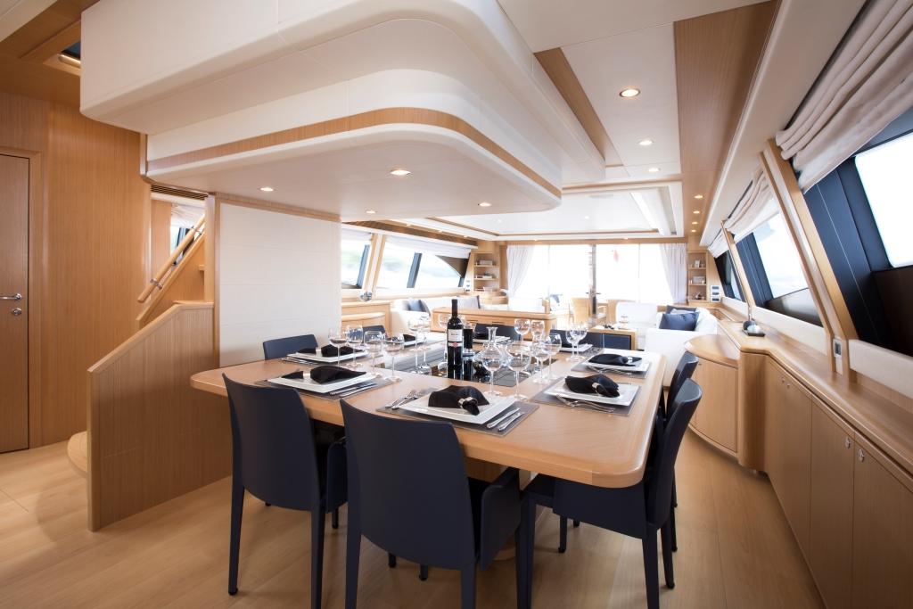 Motor Yacht SANS ABRI - Formal dining