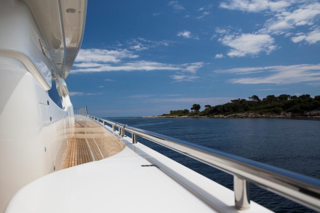 Motor Yacht SANS ABRI - Side deck