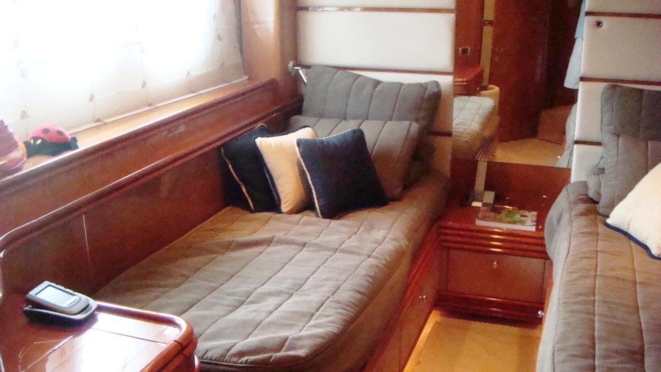 Motor Yacht SHADOW - Guest cabin