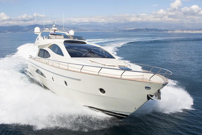 Motor Yacht Stinray M -  Main