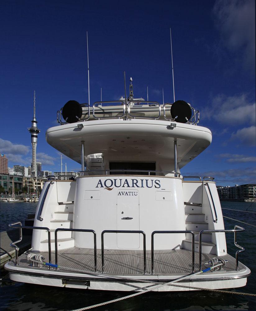 Motor yacht AQUARIUS - Aft View