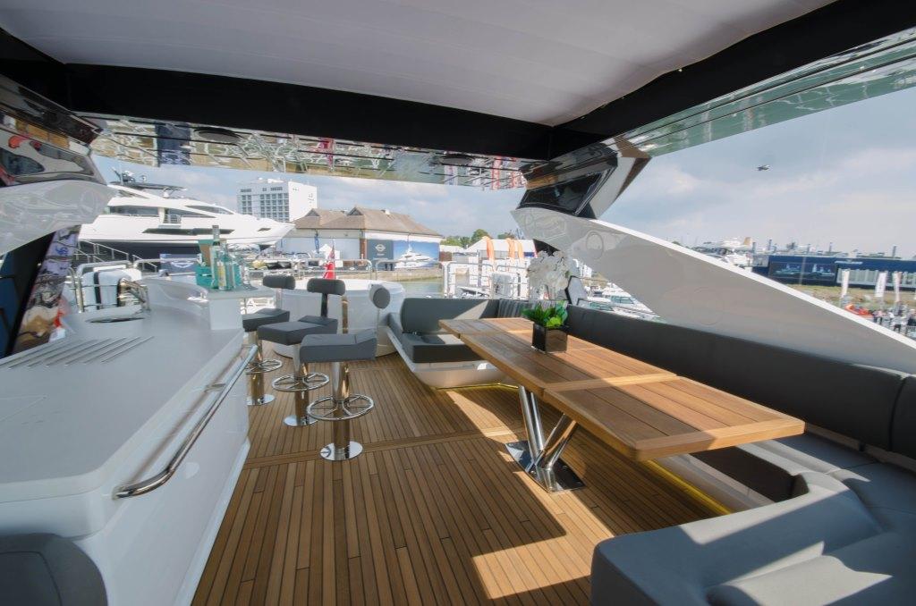 Motor yacht AUTUMN -  Flybridge Seating