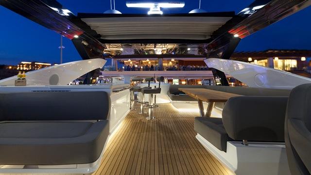 Motor yacht AUTUMN -  Flybridge at Night