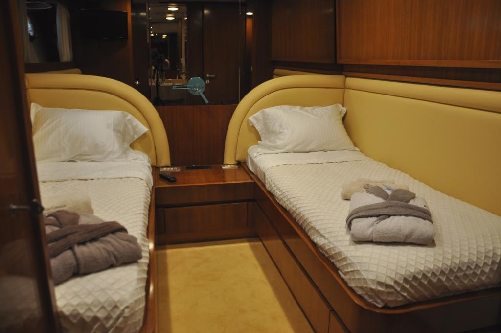 Motor yacht BON VIVEUR - Twin Cabin