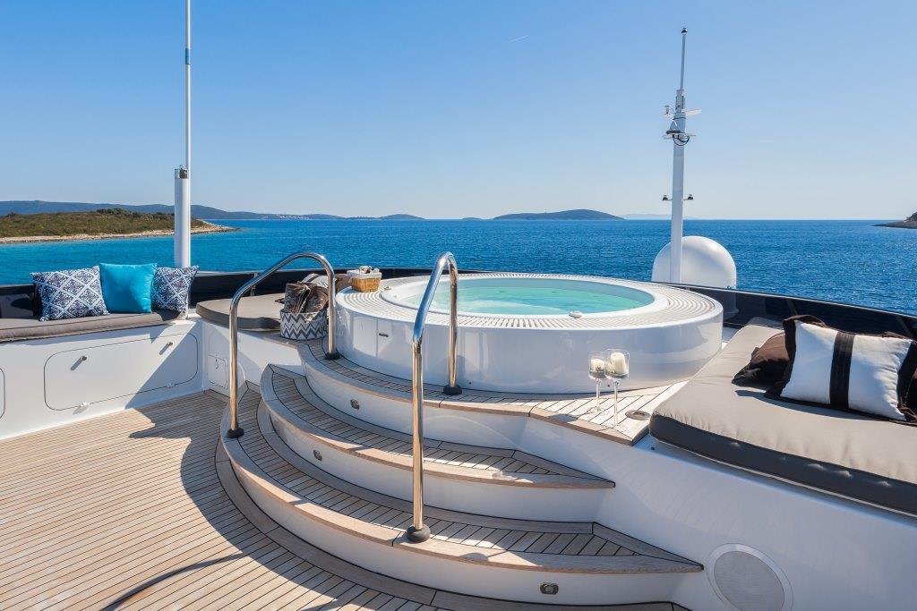 Motor yacht BRAZIL - Jacuzzi