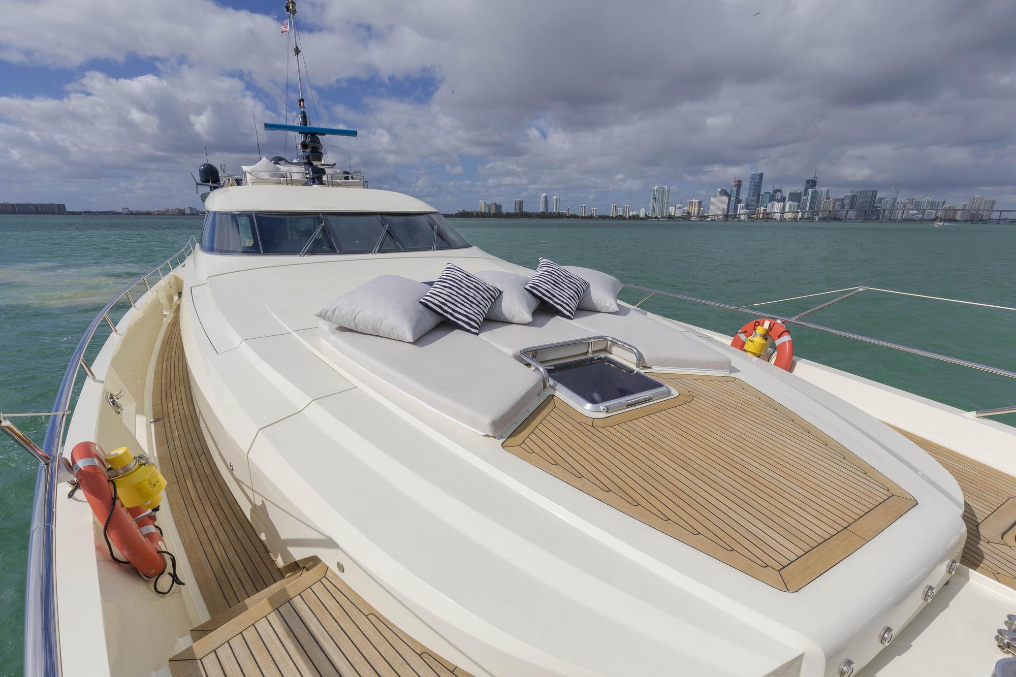Motor yacht BW - Foredeck