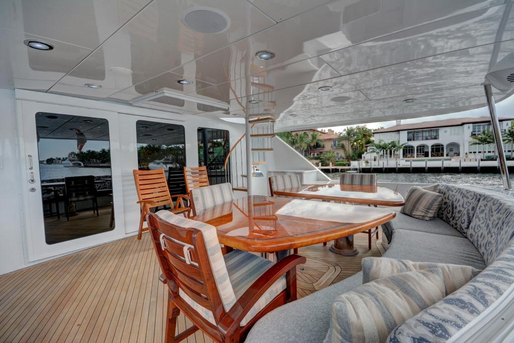 Motor yacht CRESCENDO - Aft deck