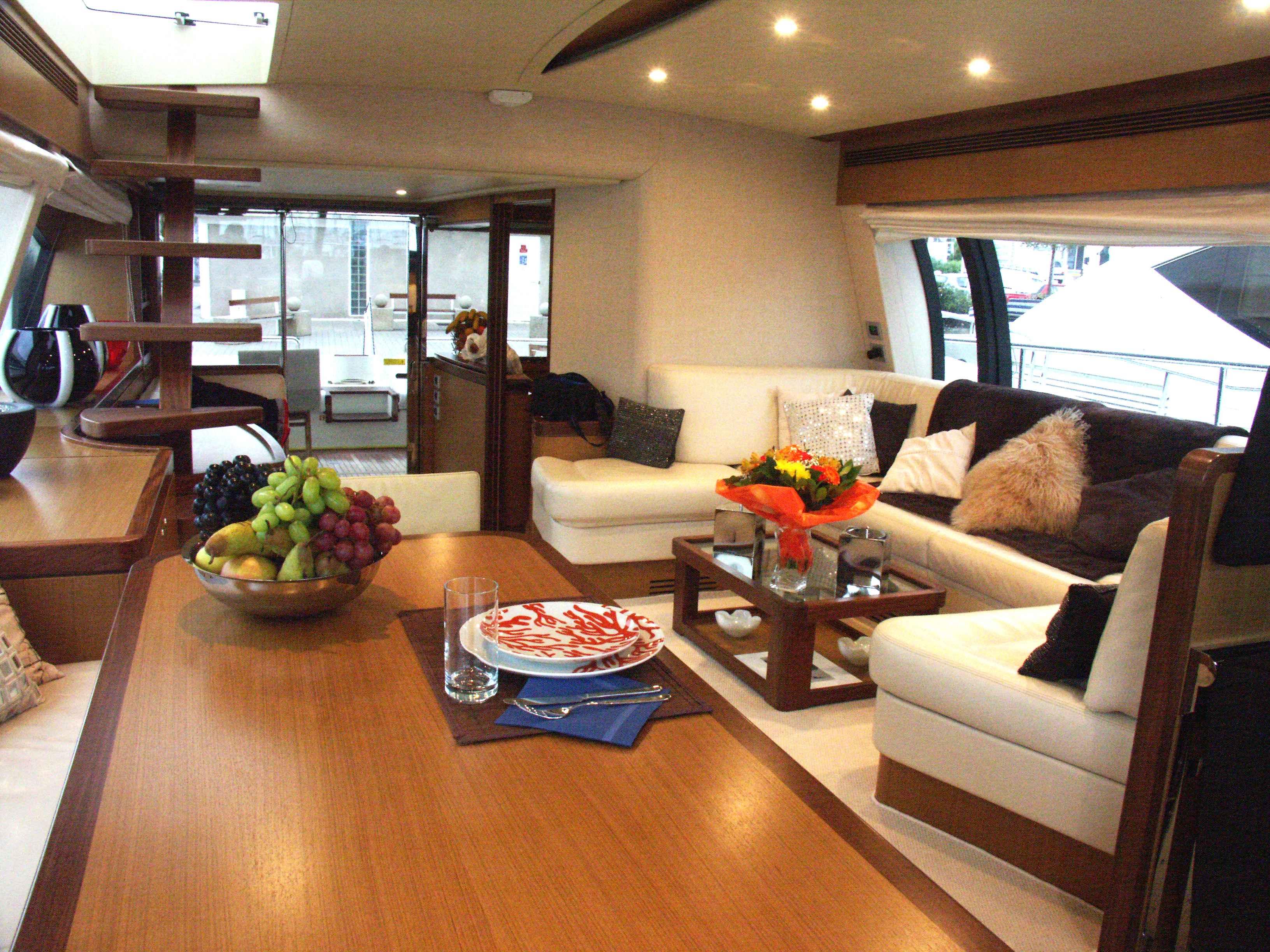 Motor yacht D BOGEY -  Dining area