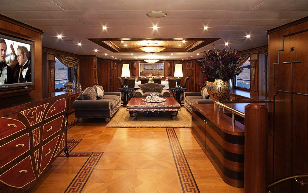 Motor yacht DENIKI - Main Salon Entrance