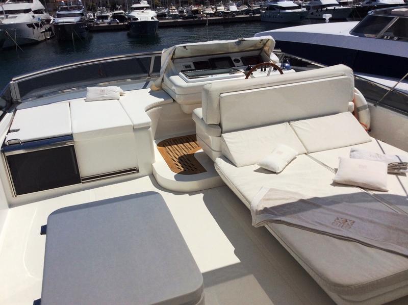 Motor yacht DOUBLE XELLE - Flybridge lounging